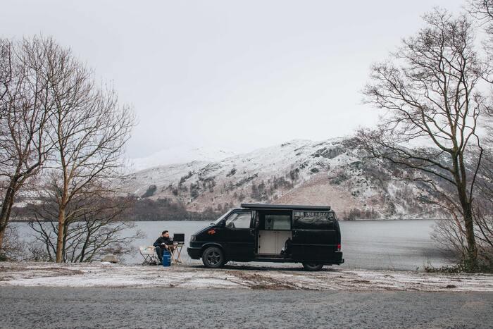 春夏のキャンプに比べ、冬はキャンプ地によっては人が少ないことも多く、自然の中でゆっくりと静けさを楽しむことができます。都会の喧騒からリラックスしたい方におすすめです。