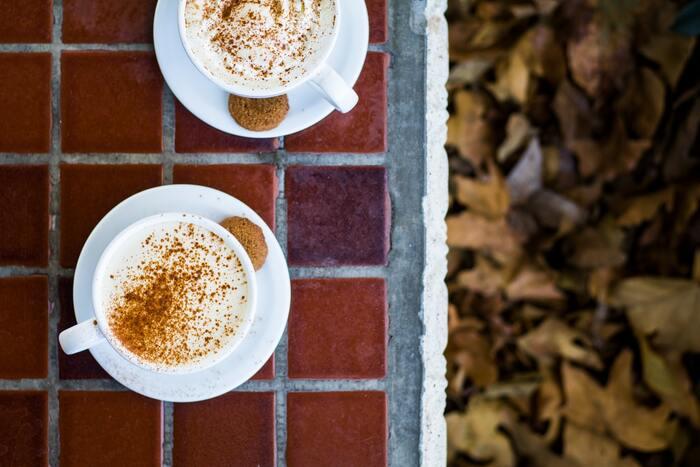 冷え切った体にはスパイスのきいたホットドリンクがおすすめ。ジンジャーやシナモンを紅茶やコーヒーに入れれば、香りも良く心身ともにリラックスできますよ。