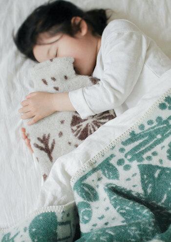 ウール100%で暖かく、思わず抱きしめたくなる心地よさ。繰り返し使えて、朝までぬくぬく快適です。