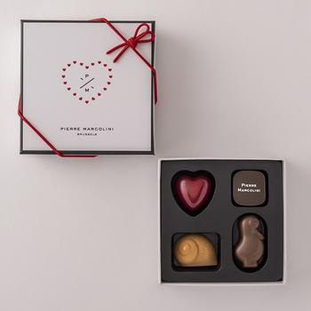 ベルギー生まれの高級チョコレートブランド「ピエールマルコリーニ」のチョコレート。リーズナブルな価格で気軽にマルコリーニのチョコレートを堪能できる人気のアソートメントです。小さなオブジェのような美しいチョコレートはそれぞれフレーバーが異なるので、ひとつずつ味わいながらいただきたいですよね。心豊かな気持ちにさせてくれるチョコレートです。
