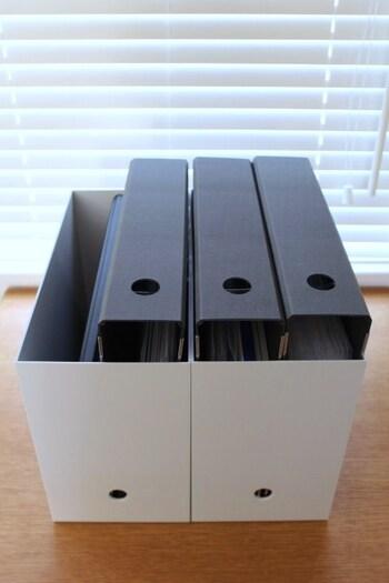ファイルは無印のファイルボックスにイン。リング状のファイルなので、説明書が増えたときもリフィルを足せばいいだけなので安心です。