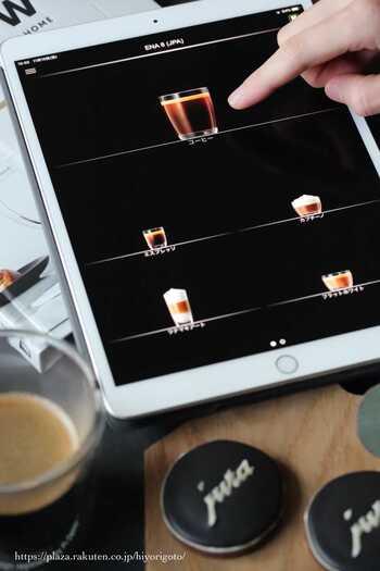連動させればスマホやタブレット、Siriなどからでも操作できるので、お客様に直接メニューを選んでもらうこともできるのだそう。