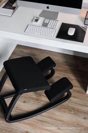 リモートワークが長くなるほど、間に合せで使っていた椅子を買い替えたいと思うことがあるのではないでしょうか。ノルウェー生まれのVARIER(バリエール)のVariable Balans(バリアブルバランス)は、バランスチェアの先駆者的存在。
