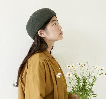 かぶるだけでオシャレに見せることができるベレー帽ですが、イマイチ自分に似合うかぶり方が分からない…との声を良く耳にします。かぶり方に正解も不正解もないですが、せっかくなら自分に似合うかぶり方をマスターしたいですよね。