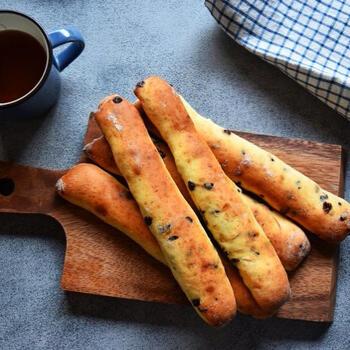みんな大好きなチョコスティックパン。レンジ発酵だから30分で出来てしまいます♪簡単なのに大満足の仕上がりです!