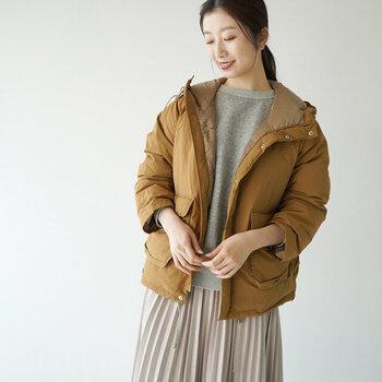 「アウトドアジャケット」を女性らしく着こなす!ボトムス別コーデ集