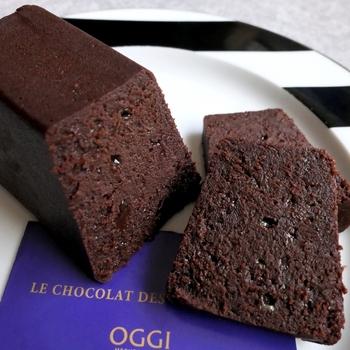 胡椒やシナモンなどのスパイスがほのかに香るチョコレートケーキは、とろけるような食感が特徴。上質なクーベルチュールチョコレートが使われていて、カカオとスパイシーな風味が絶妙にマッチしています。