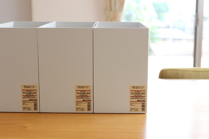 インテリアブロガーさんたちに大人気の無印良品のファイルボックス。サイズ展開が豊富で、書類や本の収納だけでなく、キッチンでも大活躍するアイテムなんです。