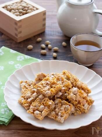 福豆をコンフレークと合わせた、調理時間たった5分のお手軽レシピ。マシュマロはプレーン以外にも、お好きなフレーバーでアレンジしてみてください。