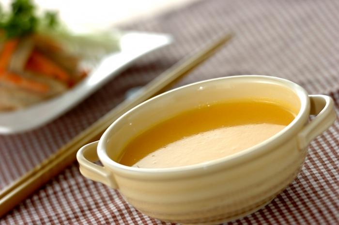 βカロテンたっぷりの人参を使ったポタージュスープ。淡いオレンジ色が上品です。野菜の味が濃く出るので、塩は控えめで十分。滋味深い味を堪能しましょう。