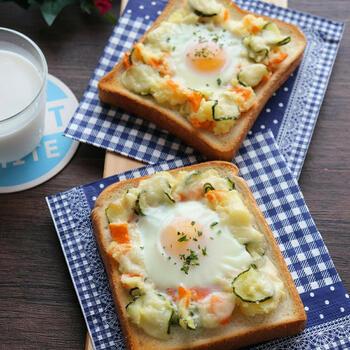 ホクホクのじゃがいもで作ったポテトサラダを乗せれば、一口で野菜もしっかりと食べることができますよ。どんなに忙しい朝でもバランスよい朝食を。