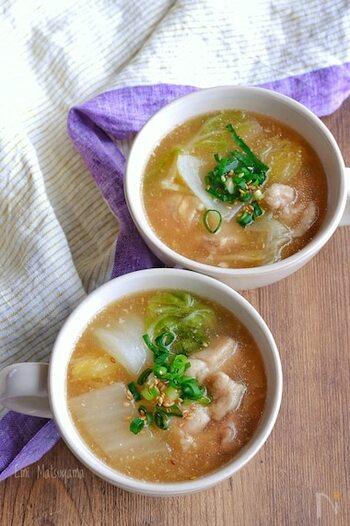 鶏肉は片栗粉をまぶしてから煮込むので、ほどよくとろみがつきます。体の芯から温まりたいとき最適なスープです。