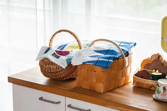 お部屋の雰囲気をぱっと明るくしてくれるキッチンタオルです。スウェーデンらしいデザインと、カラフルな色合いに気分が上がりそう♪「ニシン」や「ピクニック」「ハーブ」といった柄がありますよ。