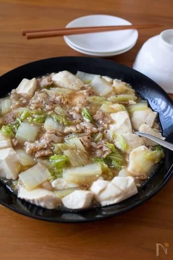 白菜になめらかな絹ごし豆腐を加えてとろっとあん仕立てに。豆腐のやさしい味わいが、中華風のあんとよく合います。