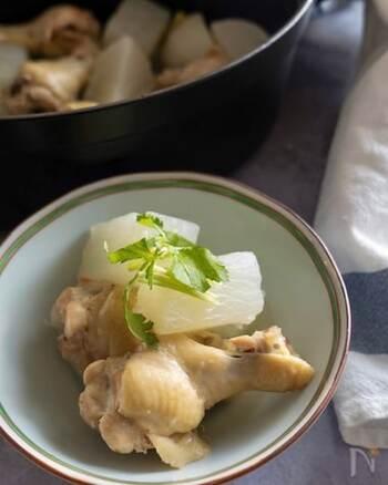 手羽元の旨味を活かしたやさしい味のうま塩煮。少ない調味料でも旨味たっぷり、柔らかく煮た大根にも味が染みてとってもおいしい。