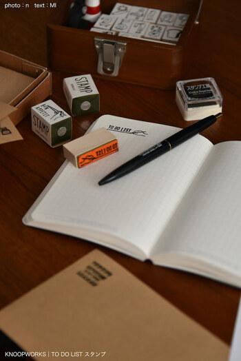 メモやノートなど好きな場所にスタンプを押すだけで、すぐにToDoリストが作れちゃいます。最近はいろんなデザインが出ているので、いくつかあるとToDoリストをもっと楽しめそうですね♪