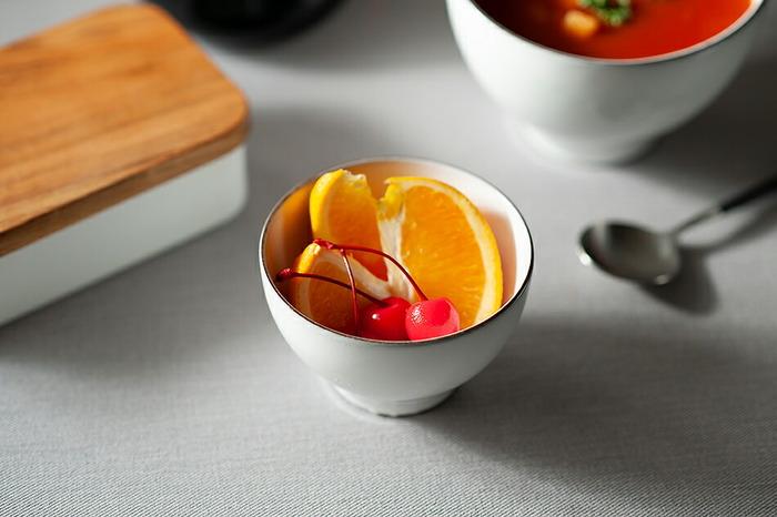 約φ8.5~10.5×H5~7cmのSサイズは、少食の方や女性用のお茶碗として使用する他に、和え物などの副菜やフルーツ、ヨーグルトなどの器としても便利です。
