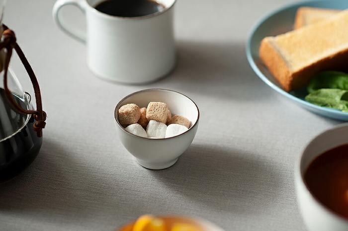 さらに小ぶりな約φ6~8×H4~6cmのSSサイズは、小さなお子様のお茶碗として使用したり、ティータイムにお砂糖入れにしたり、サラダのドレッシング入れや、おつまみなどを入れたりと、意外とあれこれ活躍してくれます。