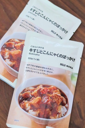 ごはんにかけて食べるシリーズの「牛すじとこんにゃくのぼっかけ」は、神戸の郷土料理をもとに、牛すじとこんにゃくを醤油で甘辛く煮込んだもの。その名の通り、ごはんにかけるだけで手軽に食べられます。