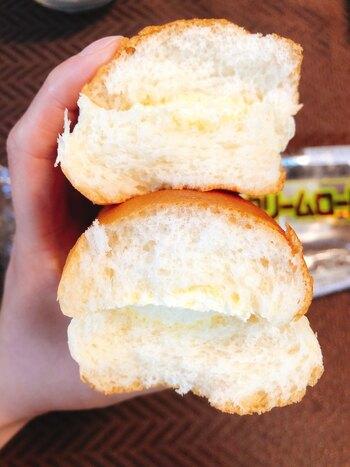 安全な材料にこだわって焼き上げられたロールパンに自家製のバナナクリームをサンド。バナナクリームは甘すぎないので、最後まで飽きずに食べられます。長年岡山県民が愛してやまない納得の美味しさです。