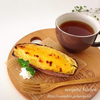 焼き芋の皮の器がかわいいスイートポテトのレシピです。焼き芋は裏ごしすることが滑らかに仕上げるカギです。余って冷めてしまった焼き芋はリメイクすればおいしく食べきれますよ。