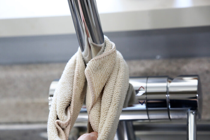お掃除にマイクロファイバークロスを使われるお家も多いのではないでしょうか。マイクロファイバークロスは、汚れを拭き取ったり、鏡面や蛇口を磨き上げたりと使い勝手の良いアイテム。