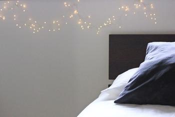 お家で過ごす時間が長いからこそ、ベッドルームはとことん寛げる空間にしたいですよね。冬の夜に、温もり感をもたらしてくれるHorn Please(ホーン プリーズ)のLEDワイヤーライト。
