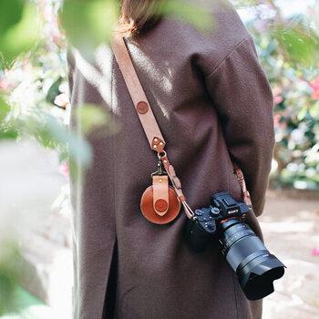 デザイン性だって大切。おしゃれな「カメラ小物」で充実カメラライフ♪