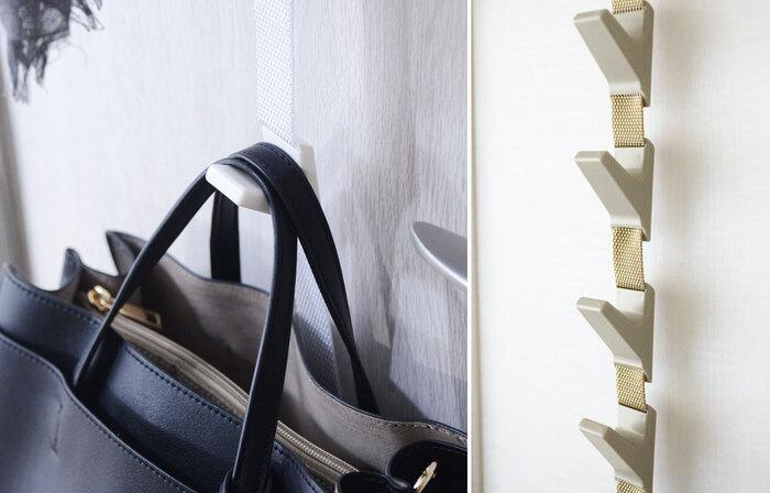 ベルト式なので長さの調節が簡単。ロック機能が備わったフック付きで、ドアが振動しても、外れたり下に滑り落ちたりしにくくなっています。