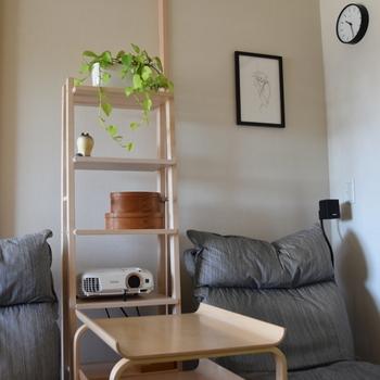 収納も兼ねたディスプレイスペースとしても活躍する「ヴィルト」も素敵です。バスルームでタオルや日用品などを置くタオルラックなのですが、コンパクトに置けるスリムさがインテリアとして部屋をぐんとおしゃれに◎