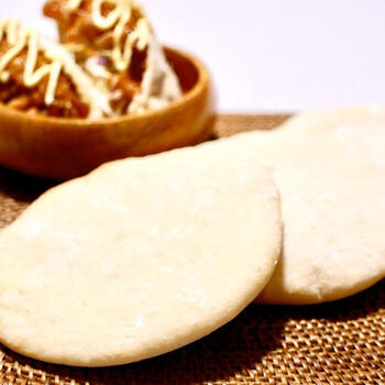 中に食材を入れられるピタパンは、合わせるもの次第で楽しみ方が無限大!成形してからすぐに焼くことで、中の空洞が綺麗に作れます。