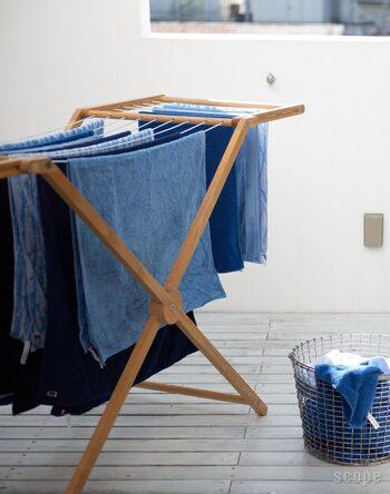 こちらは「Mama」というモデル。開いたときの最大幅が約180センチにもなるので、布団を干すこともできる優れもの。タオルやTシャツなども掛けてたくさん干すことができます。