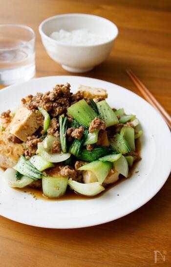 チンゲン菜に豆腐を合わせた中華風炒め。豚ひき肉の旨味でおいしさ&ボリュームアップ!