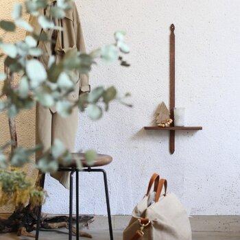 玄関は、「家の顔」と言われるほど大切な場所。綺麗な空気と清潔な香りで、気持ちもスッキリして良いエネルギーを迎えることができます。玄関の掃除に取り入れたり、自分らしい香りを置いたり、使い方は様々。帰宅した時や出かける時に、好きな香りで満たされる玄関を想像して、お気に入りのアロマオイルを見つけましょう。