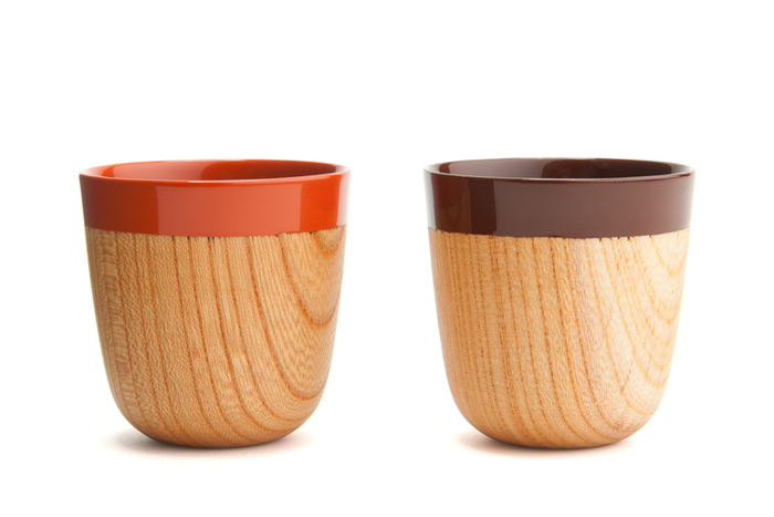 Chantoは滋賀県の伝統的工芸品である「彦根仏壇」に使われている伝統的な技術を基にできたブランド。独自開発されたモダンで鮮やかな色漆が最大の魅力です。こちらは、木と漆の2トーンで漆の美しさを堪能できる小さなエスプレッソカップです。