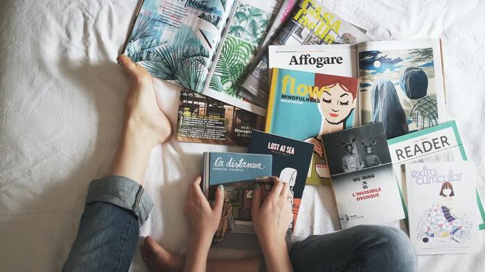 ひらがながやっと読めるようになった子が専門書を読んでも、「???」となるのは想像がつきますよね。  あなたが本に対して「集中力」が切れてしまうのであれば、それは「読書に集中できない」のではなく「(自分の興味や知識レベルに)合わない本を選んでいる」のかもしれません。  大事なのは「難しい本を読むこと」ではなく「自分が理解しながら収穫を得る」こと。  興味のある内容であることは大前提。それに加えて自分が思うよりも一段階易しめで楽しくすらすら読めそうなものを選んでみましょう。レベルアップしたいならその後でも大丈夫。  時には「マンガ仕立て」や「子供向け」のものを選ぶのも手ですよ。
