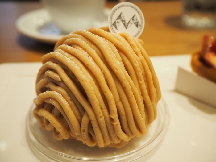 こちらは「利平栗のモンブラン」。あえて粗めに挽いた栗のペーストが、甘みと旨みを最大限に引き出しています。
