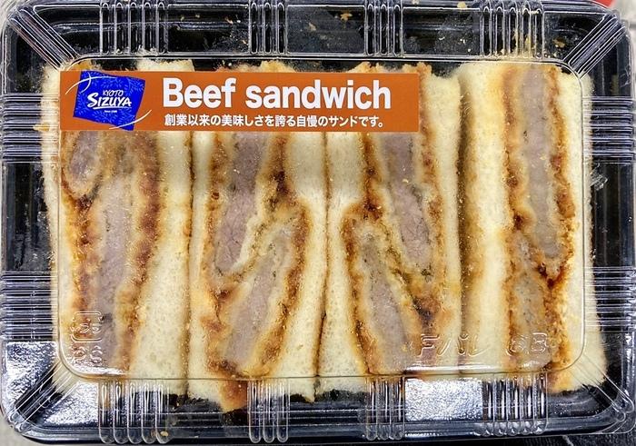 もう一つの人気商品がこちらの「元祖ビーフカツサンド」。トーストしたパンに、揚げ方にこだわったカツ、特製の甘辛いソースを挟んで仕上げています。それぞれのバランスが絶妙な逸品です。