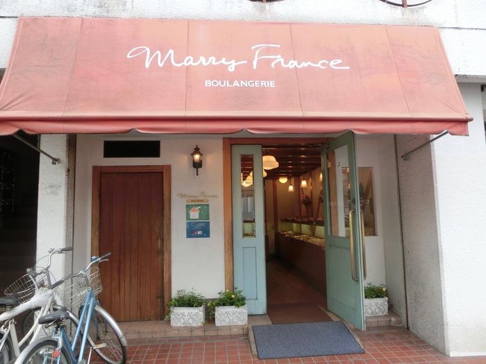 続いては、「マリーフランス 北山店」。こちらのお店は、今出川に本店があります。水色の可愛らしい扉が目印♪