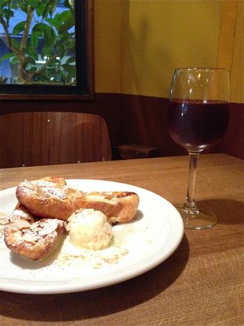 22時まで営業していて、お酒も楽しめます。夜カフェとしても利用したいお店です♪
