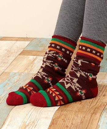 靴下は厚手生地を選びます。また、テント泊する方はレッグウォーマーやルームソックスなど、重ね履きができるレッグウエアを持参しておくのがおすすめ。足元が冷えると眠れなくなるので、念入りに準備しましょう。