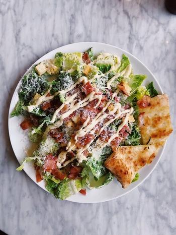 手作りの「野菜ドレッシング」は自分好みの味に調整しやすく、使い切りの量で作れるので無駄もありません。生野菜だけではなく、ソテーしたお肉やお魚、揚げ物など、いろいろなものにかけてみると意外な美味しさに気づくかもしれませんよ。  美味しくて、簡単に作れる「野菜ドレッシング」。あなたが作ってみたいレシピはありましたか?ぜひ、トライしてみてくださいね。