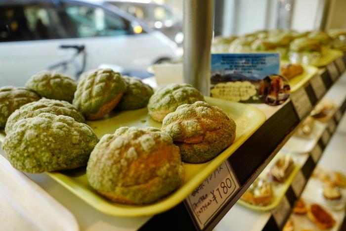 """「モグモグベーカリー」は""""抹茶を食べる""""をコンセプトに掲げていて、お茶を使ったパンが豊富です。さすが宇治のパン屋さんですね♪"""