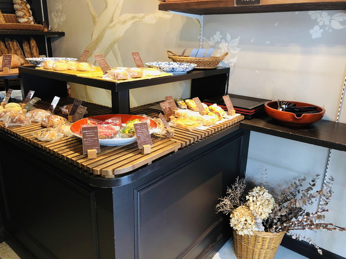 内装もシックで洗練されています。こちらのパン屋さんでは、パリで修行を積んだ店主が作る京都ならではのパンが楽しめます!