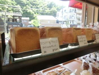 「ベイカリー白川」の人気商品は食パンです。予約をしないと購入できない場合もあるので要確認◎