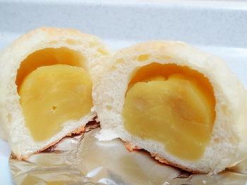 ベーグル以外のパンや、焼き菓子もあります。こちらは栗あんぱん。餡たっぷりで贅沢な食べ応えです♪