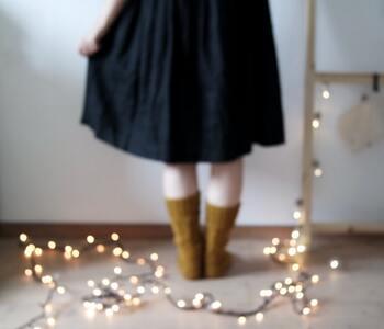 さりげなく自然に床に配置されたライトで、お家の中が一気にオシャレな雰囲気に♪ 壁やはしごから吊り下げてそのまま床に垂らすなど、動きを出したインテリアにトライしてみませんか?