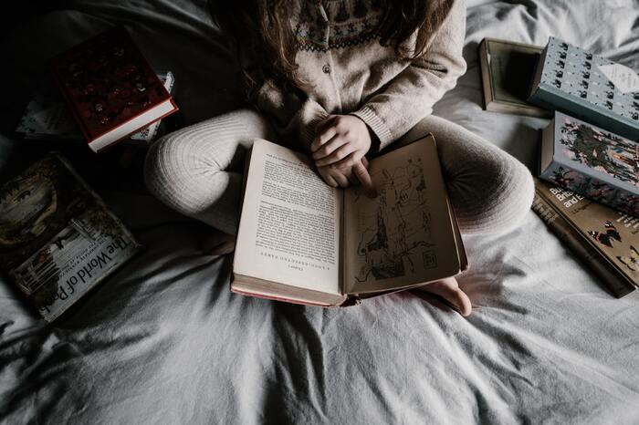 たとえ話をおひとつ。  ある作家の方は、自分が本を読む時間を確保したいがあまりに、一人暮らしの頃はもちろん、子どもが生まれてからもお風呂は毎日じゃなくてOKとしながら暮らしているのだそうです。  確かに、本人や誰かが大きな迷惑をこうむらないなら、毎日お風呂に入って不機嫌でいられるよりもよほど健全で清々しいですよね。  一般常識やマイルールの観点で「やって当たり前」と思うことも、自分のメリハリを優先して見直してみると・・・「やらなくて大丈夫!」と思えることが見つかるかもしれません。