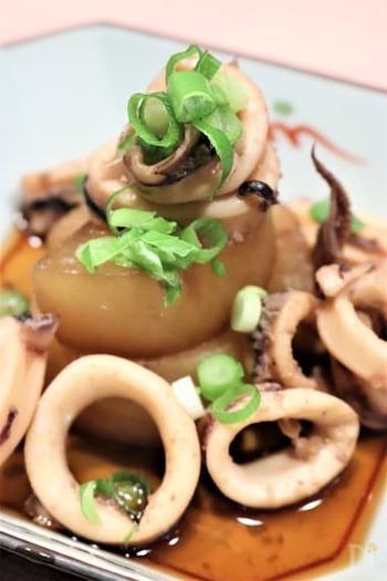 ゲソの味がしっかり染み込んだ熱々の大根に、心がホッコリ温まる煮物。大根は、ビタミンA、ビタミンC、食物繊維が摂れますので、寒い季節~季節の変わり目に積極的に頂きたい食材です。