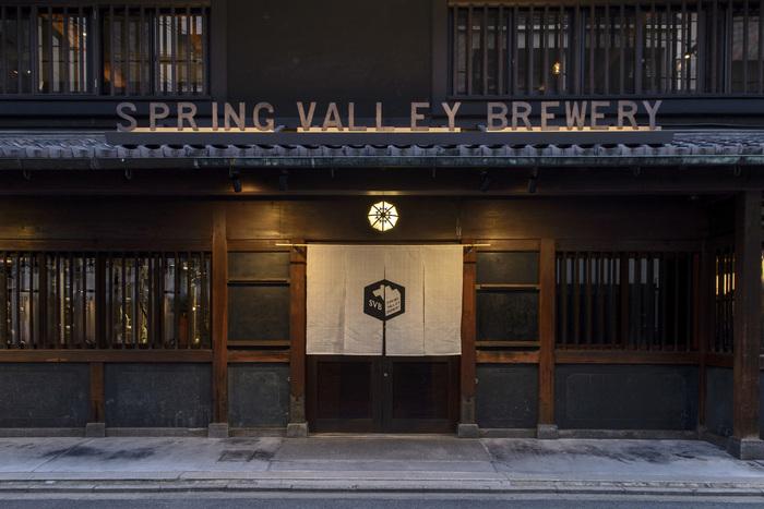 築百年を超える町家をリノベーションした、クラフトビールとお料理が楽しめる、キリンが運営するビアレストラン。東京代官山、横浜そして京都に店舗を構え、京都店ならではの店構えとオリジナルメニューの料理が展開されています。
